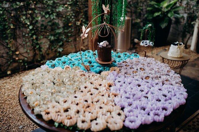 Bolo e doces para mini weddings