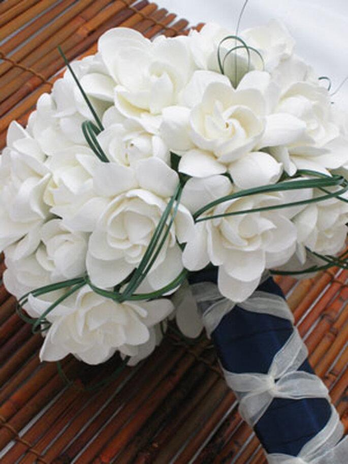 Ramo atado de gardenias