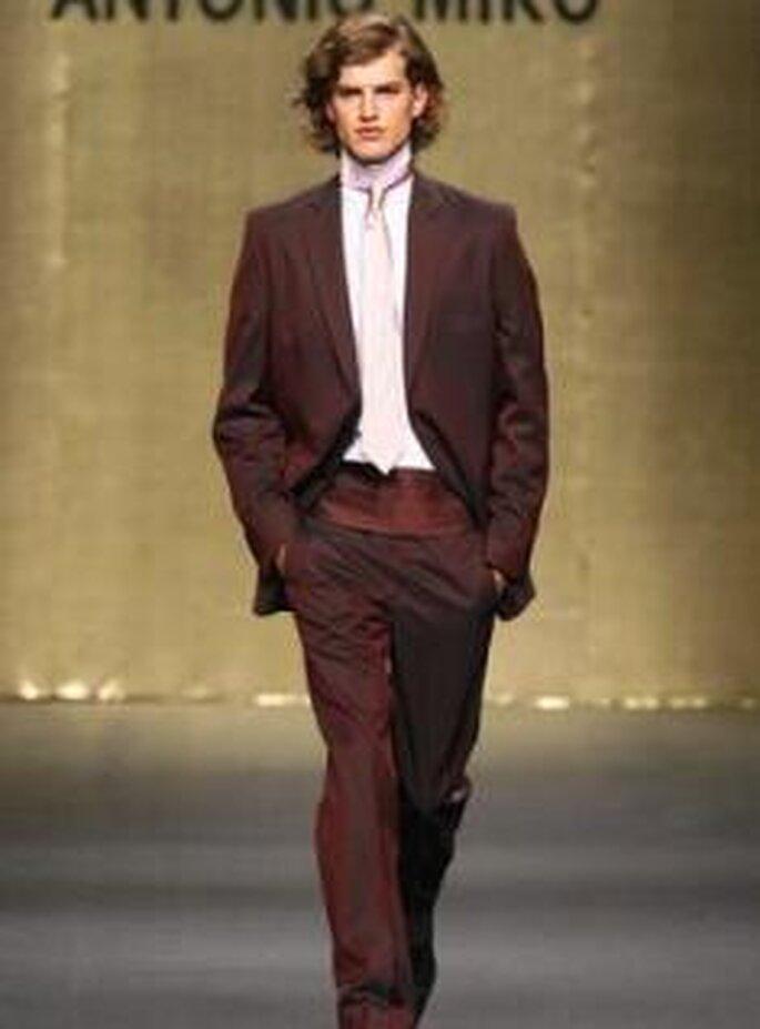 Antonio Miró 2009 - Traje de novio, conjunto con cinturón/faja y corbata