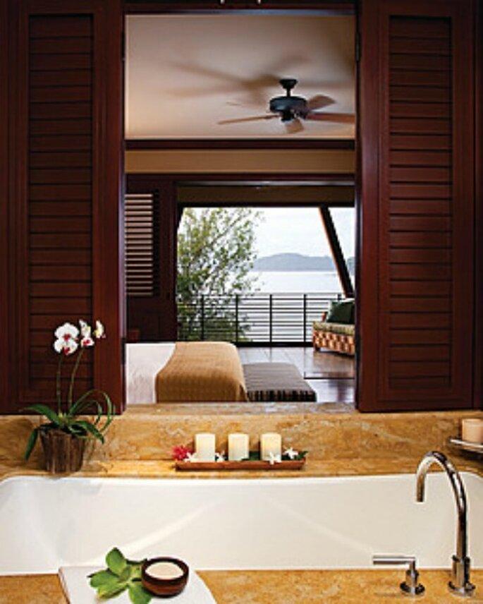 Luxeriöse Suite im Four Season Resort in Costa Rica: der perfekte Ort für Ihre Flitterwochen.