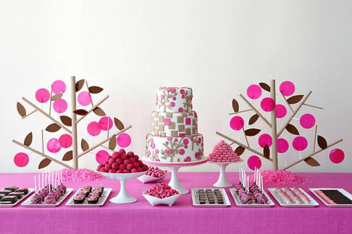 Mesa de postres con los platillos hechos por tus invitados - Foto Amy Atlas