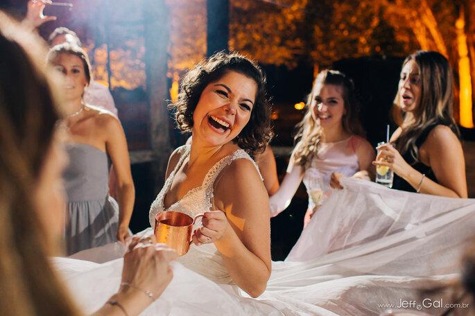 Noiva feliz na festa