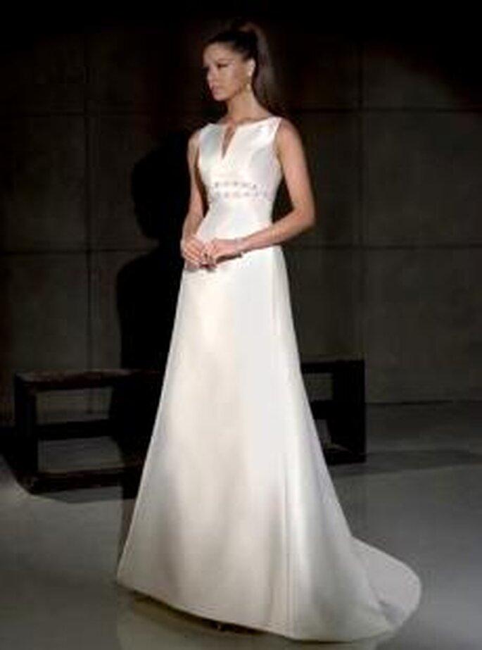 Villais 2010 - Gales, vestido largo en seda, de corte princesa, escote barco alto