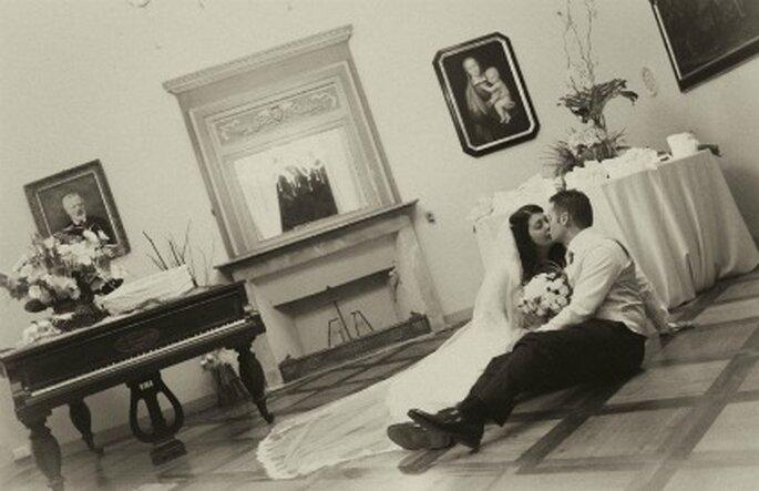 Scatto romantico per i neo sposi Elisa e Alessio. Foto di Marco Roveri