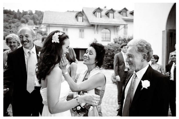 Las fotos obligadas de la novia con su mamá - Foto Dominique Bader