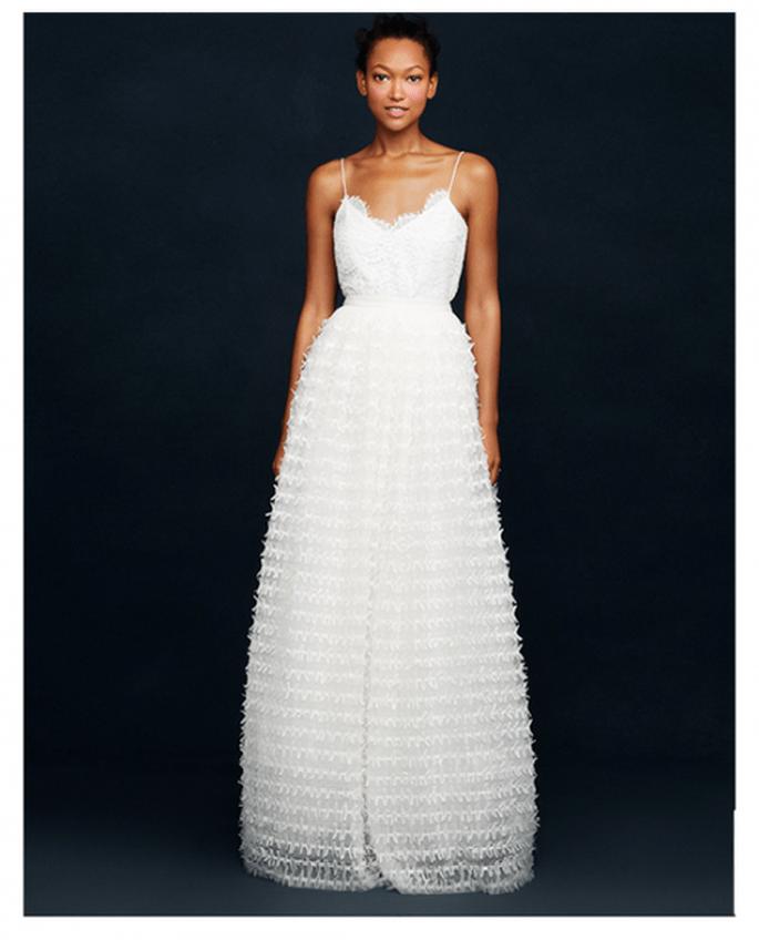 Vestido de novia con falda texturizada y detalles de encaje - Foto JCrew