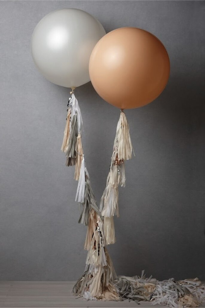 Decoración de boda con globos - Foto BHLDN