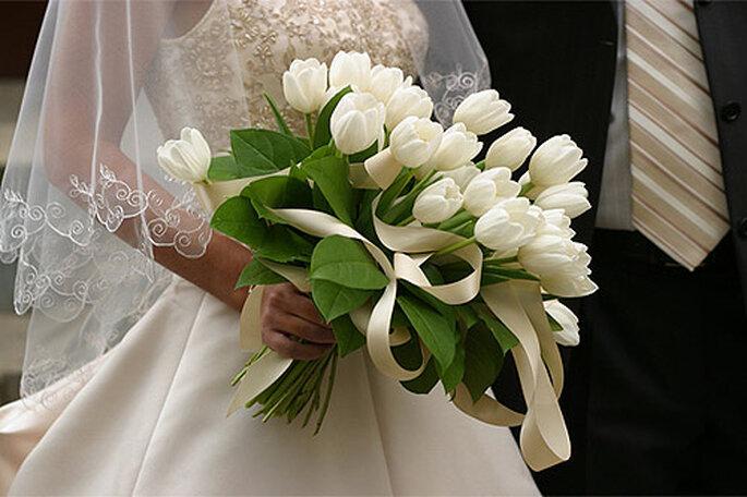 Ramo de novia asimétrico. Foto: Tu boda en Rosa