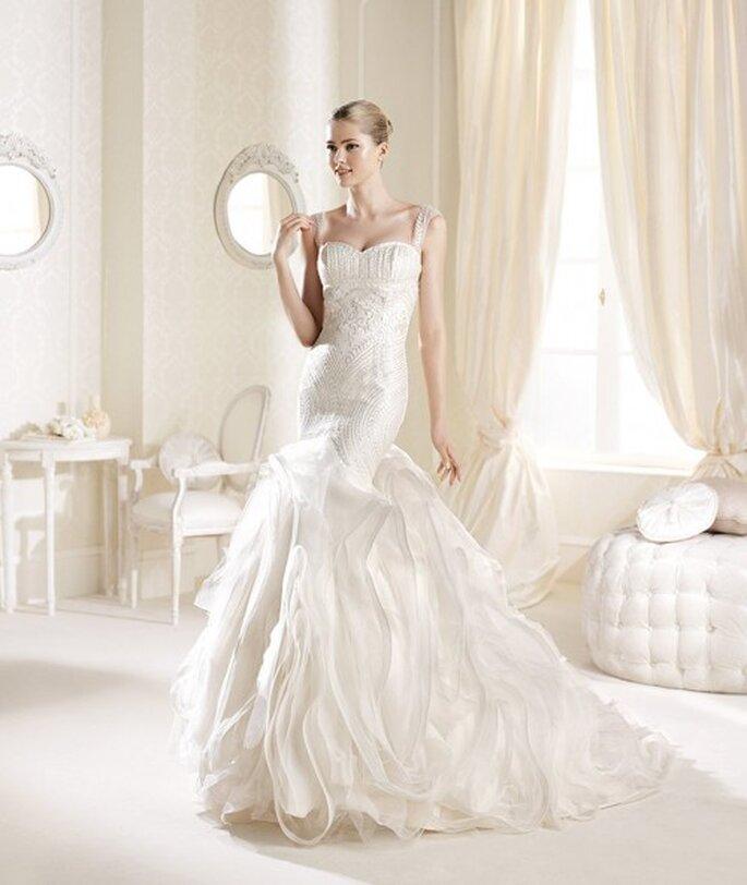 Vestido de novia corte sirena con superposición de volados en la falda - Foto La Sposa