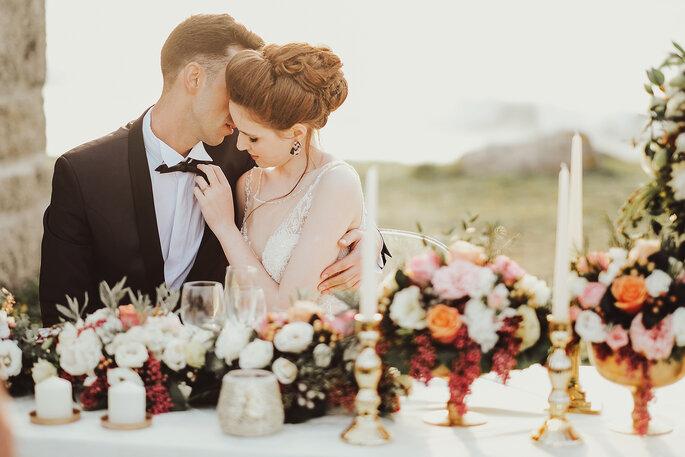 noivos românticos decoração mesa flores laranja rosa branco
