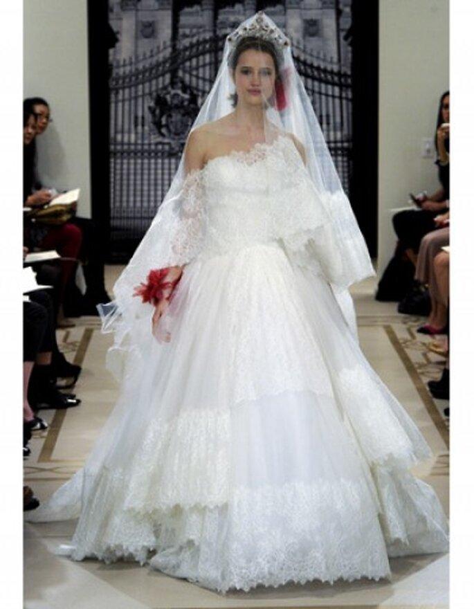 Vestido de novia corte de gala,  tul de encaje a juego con el velo