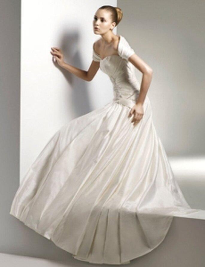 Anjolique 2010 - Vestido largo en seda, corte princesa