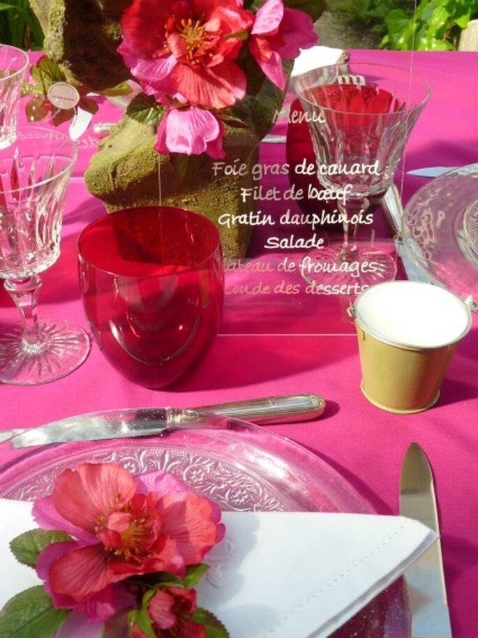 Les seaux en zinc de couleur : une touche colorée sur vos tables de mariage. - Photo : Mariage Hors Série