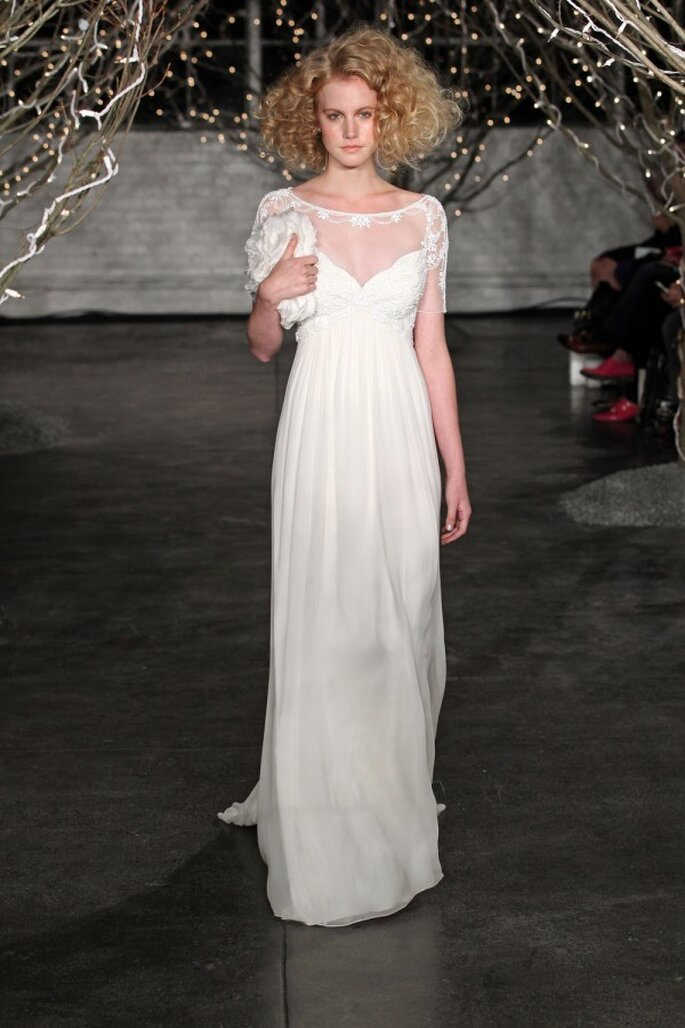 Vestido de novia para una chica romántica con cuello ojal - Foto Jenny Packham