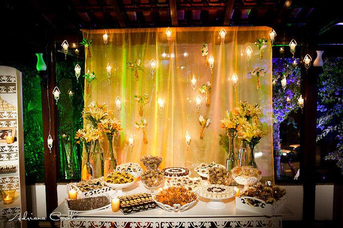 La suave iluminación de la mesa de postres centra toda la atención. Foto: Adriana Carolina