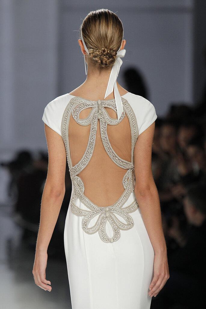 Brautfrisur hochgesteckt mit Accessoire