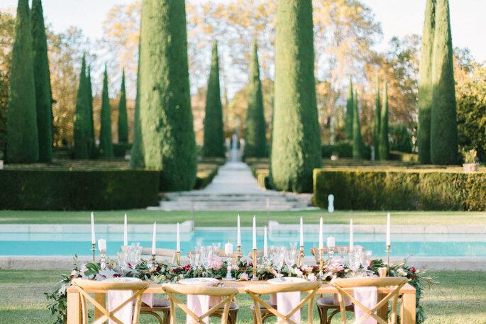 Entrée des jardins à la française du Château de Sannes