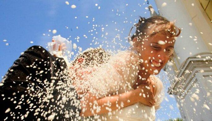 Lancio del riso. Foto: fotografi-matrimonio.com