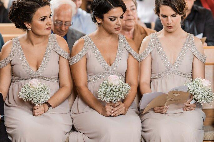 Trauung. Brautjungfern in der Kirche