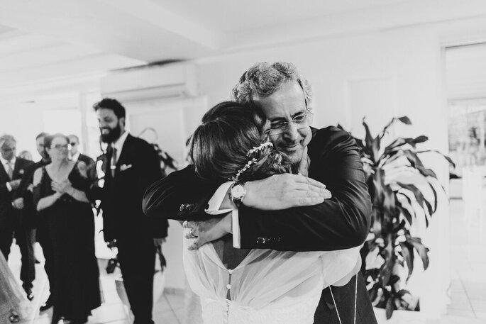 Marco Fardello Fotografo - abbraccio sposa e padre