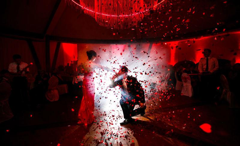 Romantische Hochzeitstanz Hochzeitsfeier / RAMAN-PHOTOS
