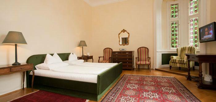 Beispiel: Zimmer für die Gäste, Foto: Parkvilla Wörth.