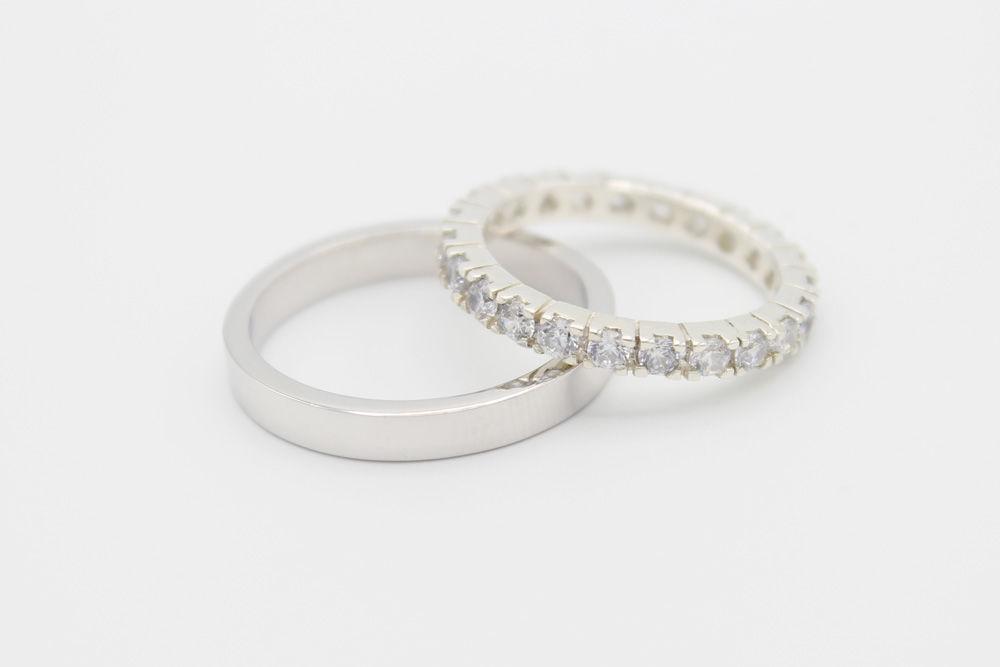 Argollas de matrimonio en oro blanco con veintitrés diamantes de .05ct