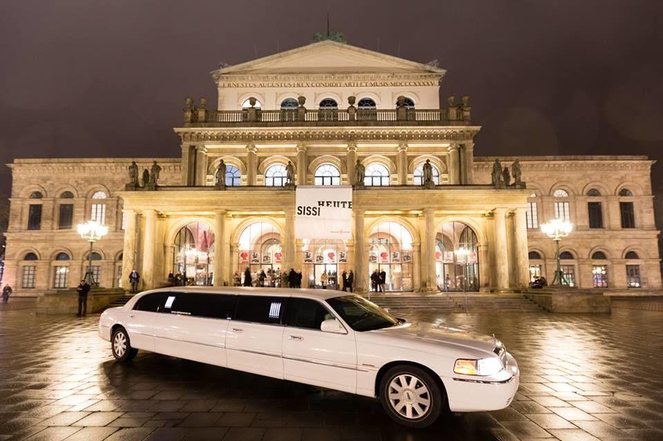 Beispiel: Hochzeitslimousine, Foto: JA - Der Hochzeitsplaner.