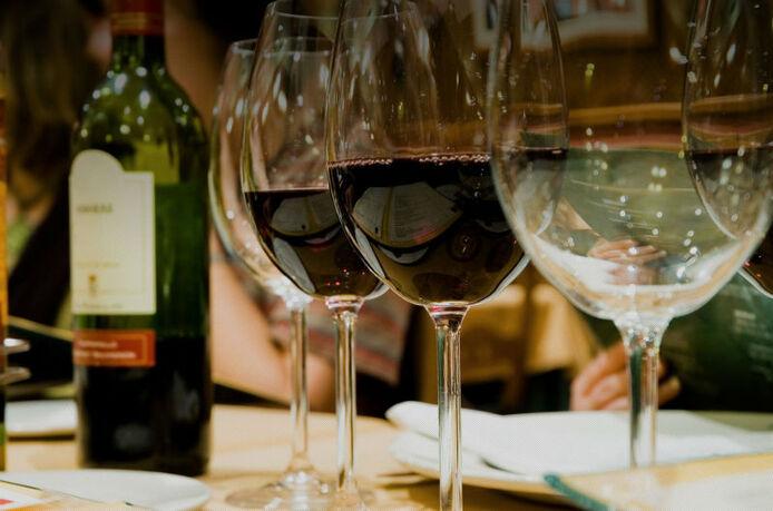 Beispiel: Wein, Foto: Schloss Gastronomie Kaisergarten.