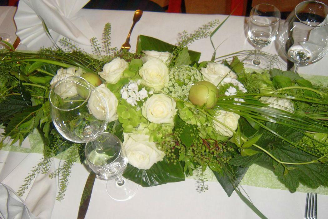 Beispiel: Tischdekoration, Foto: FLORA NOVA im Hof.