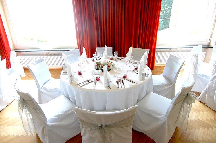 Beispiel: Hochzeitsgedeck, Foto: Waldhotel Zollernblick.