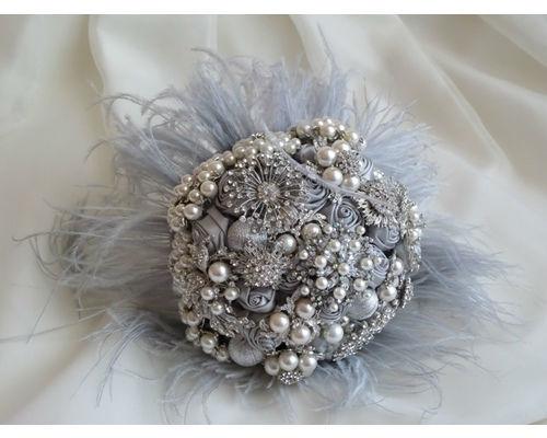 Bouquet de broches y plumas