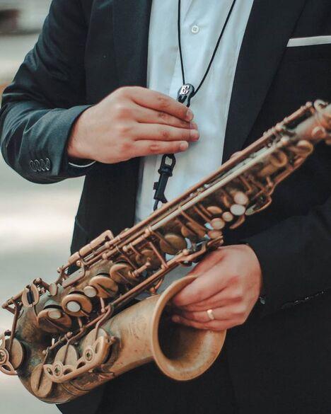 Jose Arratia Saxofonista