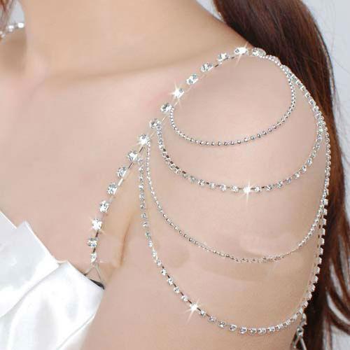 Habillez votre ou vos épaule(s) de ce bijou d'épaule cristal Salma pour votre mariage