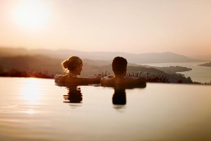 Aussenpool mit Blick auf den Zürichsee