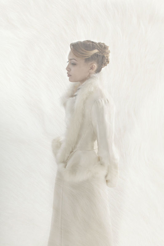 Beaumenay Joannet Paris - Robe de mariée hivernale avec veste manches longues