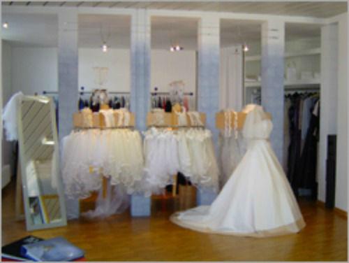Beispiel: Das Geschäft, Foto: Casanova Braut- und Abendmode.