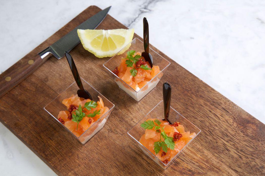 Dés de saumon fumé sur crème fraîche citronnée