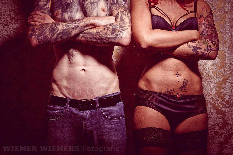 Sexy Portrait Foto, Berlin, Tattoo Portraitfotograf: Nils Wiemer Wiemers