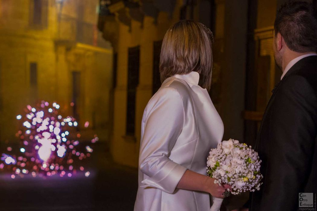 fuegos artificiales en honor a la pareja. Boda en Cuenca