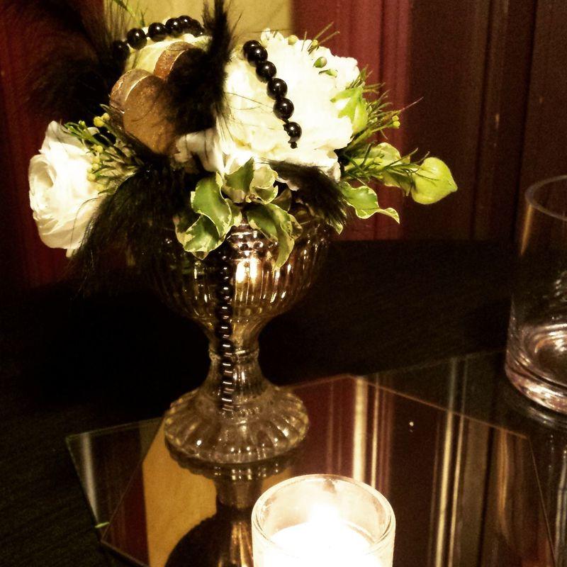 Detalle floral para mesas de cocktail.  http://lafloreria.net