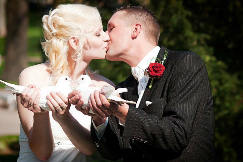 Beispiel: Kuss mit Hochzeitstauben, Foto: Ihre Hochzeitstauben.