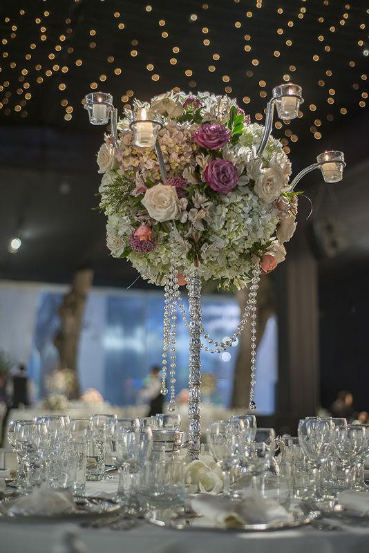 Arreglos altísimos, nos ambientan y dan mucha elegancia a las bodas!