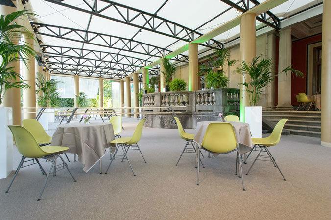 Beispiel: Pavillon mit Mobiliar (20 Tische, 80 Stühle), Foto: Museum Rietberg.