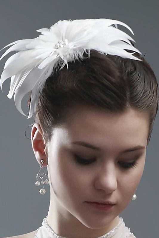 Beispiel: Fascinator, Foto: Prinzessin Brautmode Accessoires.