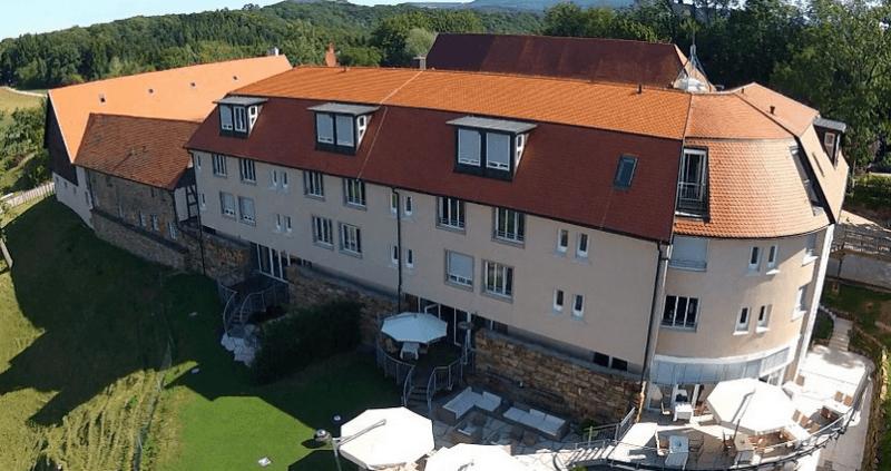 Beispiel: Burg von oben, Foto: Burg Staufeneck.