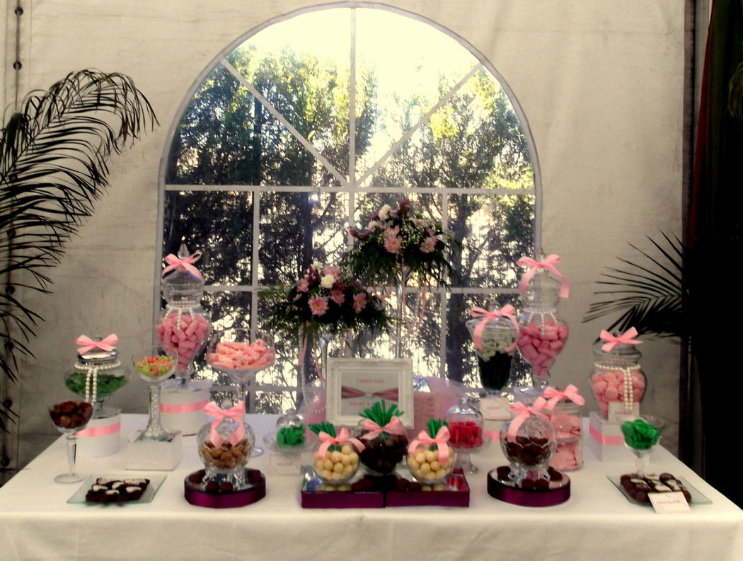 Candy bar decorado con perlas.