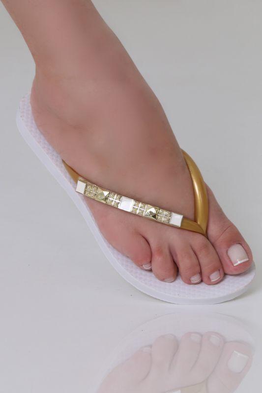 Chinelo Classico Branco com Enfeite Longo Dourado Resinado