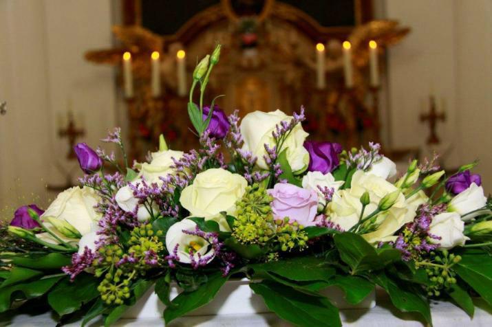 Beispiel: Kirchendekoration, Foto: Blumen Schuster.
