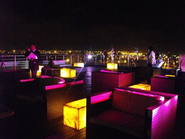 Sky Lounge iluminado